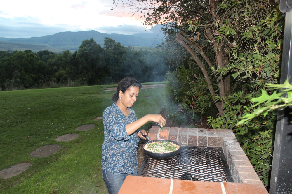 Cooking up Garlic Prawns on the Braai....