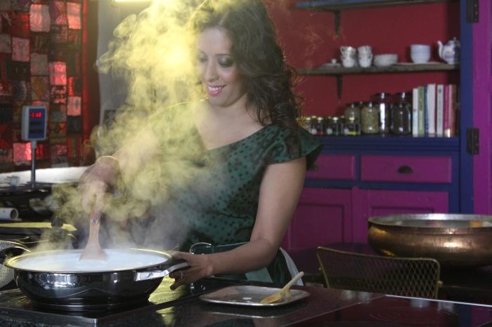 Yudhika preparing paneer in the AMC paella pan