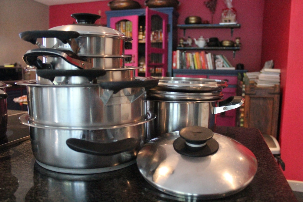 A very vintage set of AMC cookware...ready to be sent of for a 'spit and polish'