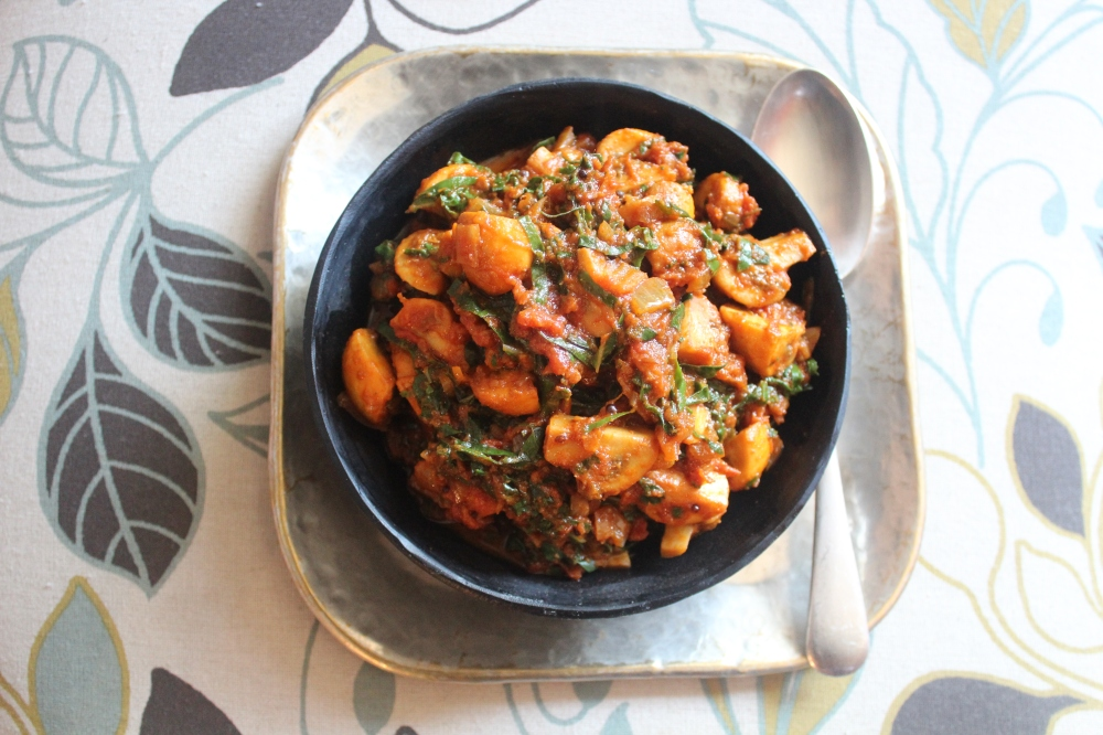 Meat Free Monday with Yudhika Sujanani - Mushroom and Spinach Curry